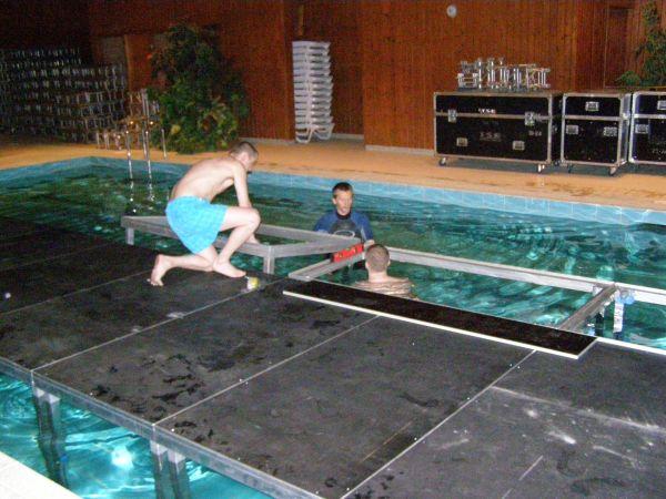 Scena w basenie